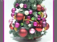choinka z jodły z ozdobami, dekoracje bożonarodzeniowe, dekoracje świąteczne