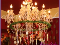 świąteczna dekoracja żyrandola, dekoracje świąteczne restauracji, dekoracje bożonarodzeniowe, dekoracje świąteczne