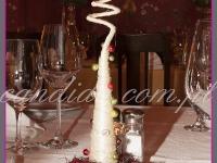 mała choinka na stół w restauracji, dekoracje bożonarodzeniowe, dekoracje świąteczne
