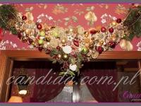 dekoracja świąteczna nad wejściem, dekoracje świąteczne w restauracji, dekoracje bożonarodzeniowe, dekoracje świąteczne