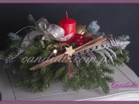 stroik świąteczny z czerwoną świecą, dekoracje bożonarodzeniowe, dekoracje świąteczne