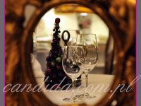 mała choinka na stoły w restauracji, dekoracje bożonarodzeniowe, dekoracje świąteczne