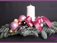 stroik bożonarodzeniowy ze świecą, dekoracje bożonarodzeniowe, dekoracje świąteczne