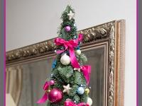 choinka świąteczna z jodły z ozdobami, dekoracje bożonarodzeniowe, dekoracje świąteczne