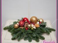 stroik świąteczny z wysoką świecą, dekoracje bożonarodzeniowe, dekoracje świąteczne