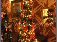 choinka, dekoracja świąteczna w restauracji, dekoracje bożonarodzeniowe, dekoracje świąteczne