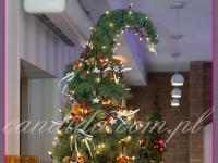 nowoczesna choinka, dekoracja świąteczna restauracji, dekoracje bożonarodzeniowe, dekoracje świąteczne