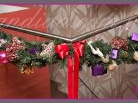 dekoracje świąteczne balustrady, efektowne girlandy bożonarodzeniowe, dekoracje bożonarodzeniowe, dekoracje świąteczne
