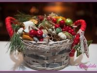 ozdoby świąteczny, koszyk świąteczny, dekoracja świąteczna restauracji, dekoracje bożonarodzeniowe, dekoracje świąteczne