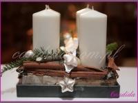 stroik świąteczny z czterema świecami, dekoracja świąteczna restauracji, dekoracje bożonarodzeniowe, dekoracje świąteczne