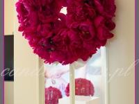 kwiatowe dekoracje na event promujący nową serię kosmetyków, dekoracje eventowe, wianek na drzwi z piwonii