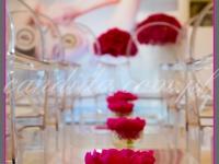 kwiatowe dekoracje na event promujący nową serię kosmetyków, dekoracja stolików piwoniami,dekoracje eventowe