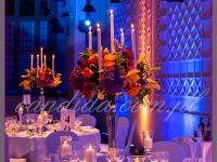 dekoracja stołu, kandelabry z kompozycją kwiatową i świecami, dekoracje eventowe, kwiaty dla firm