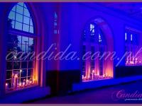dekoracja okien lampionami ze świecą, dekoracje eventowe, kwiaty dla firm