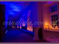 nastrojowe światło z dekoracji świecami, dekoracje eventowe, kwiaty dla firm