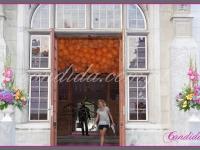 kwiatowe kompozycje przed wejściem, dekoracje eventowe, kwiaty dla firm