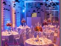 sala jadalna i jej dekoracje w pełnej okazałości, dekoracje eventowe, kwiaty dla firm