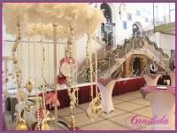 wysokie dekoracje bukietu, podświetlone girlandy, dekoracje eventowe, dekoracje bożonarodzeniowe dla PGNIG
