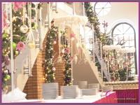 dekoracja bufetu bożonarodzeniowego, wianki z piór bombki, , dekoracje eventowe, dekoracje bożonarodzeniowe dla PGNIG