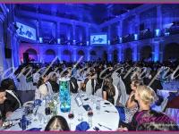 szklane tuby ze storczykami i pływającymi świecami, event w auli Politechniki, dekoracje eventowe, kwiaty dla firm