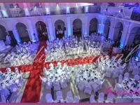 dekoracja auli Politechniki na event, dekoracja stołów, dekoracje eventowe, kwiaty dla firm