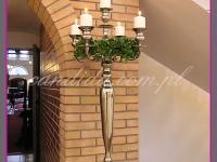 kandelabr z wiankiem wielkanocnym i świecami, dekoracje eventowe, dekoracje wielkanocne dla PGNIG