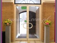 dekoracja wejścia, kompozycje kwiatowe na postumentach, dekoracje wielkanocne, dekoracje eventowe, dekoracje wielkanocne dla PGNIG