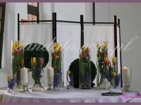 dekoracje wielkanocne bufetu, kompozycje kwiatowe w szklanych tubach, podświetlane kule z bukszpanu, dekoracje eventowe, dekoracje wielkanocne dla PGNIG