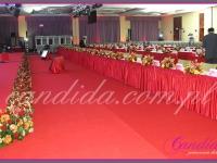 dekoracje kwiatowe, dekoracje kwiatowe sceny, dekoracje kwiatowe stołów, dekoracje eventowe przygotowane na Konferencję Biznesową w hotelu Hilton