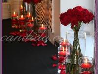 kwiatowa dekoracja stołu cateringowego, pływające świece, dekoracje eventowe, kwiaty na konferencję prasową BZ WBK z udziałem Kevin Spacey