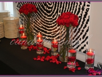 kwiatowa dekoracja stołu cateringowego, dekoracje eventowe, kwiaty na konferencję prasową BZ WBK z udziałem Kevin Spacey