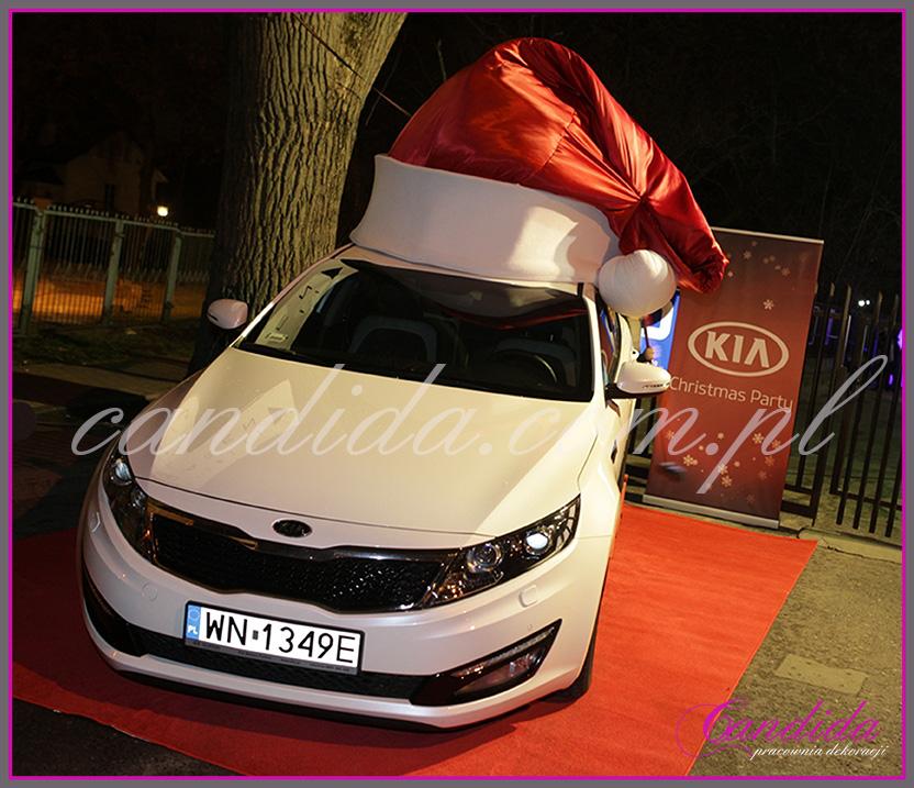 Czapka Mikołaja na samochód - event mikołajkowy firmy KIA.