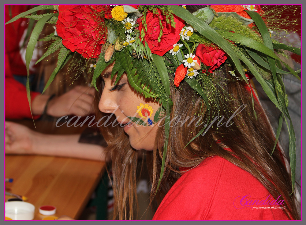 Wianki z żywych kwiatów dla teamu Tyskie, impreza Wianki nad Wisłą.