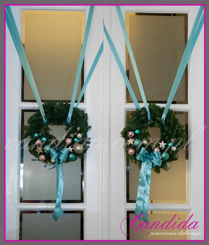 wianki bożonarodzeniow na drzwiach